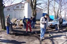 Субботник по уборке территории 16.04.2016_45