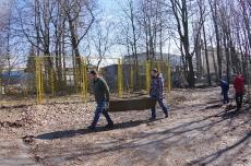 Субботник по уборке территории 16.04.2016_54