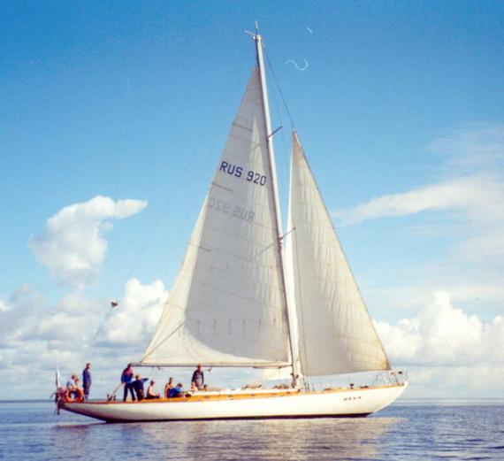 Яхта Нева