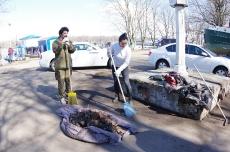 Субботник по уборке территории 16.04.2016_47